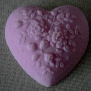 Groot Brocant hart versierd met bloemen